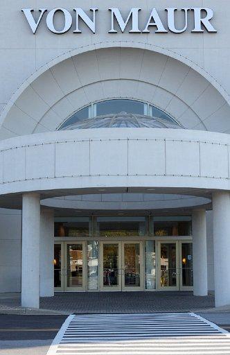 Von Maur Department Store Entrance-Door and Glass Service